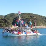 鹿島神社大祭-神輿を船に