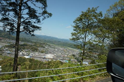 香山寺へ、四万十市街が見えます