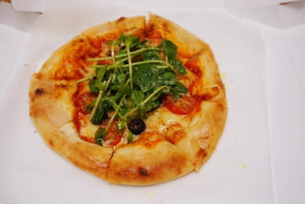 トマトアンチョビブラックオリーブ-ピザ
