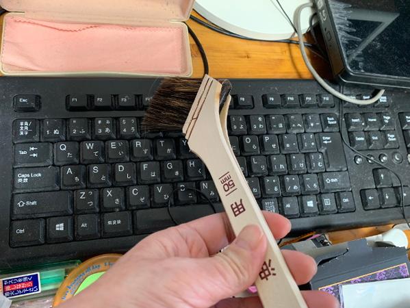 油性用のハケでキーボード掃除